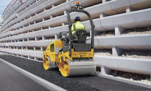 Volvo pioneered high frequency with the industry's first 66.7 Hz (4000 VPM) compactor in 1975. Higher frequencies enable the operator to travel faster while maintaining proper impact spacing