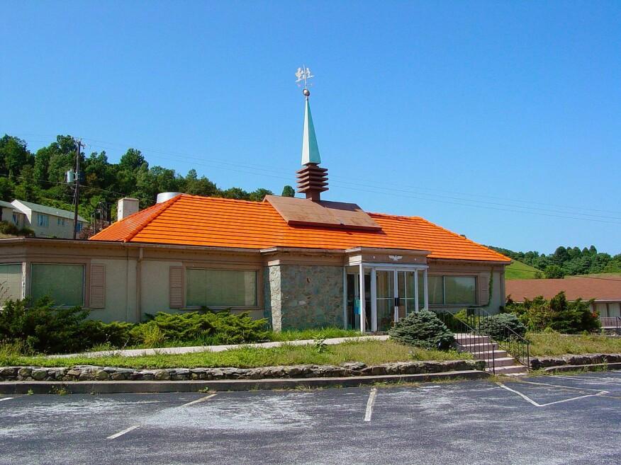A shuttered Howard Johnson's restaurant near Waynesboro, Va., in 2003.