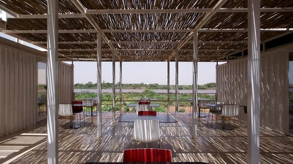 Salam Center for Cardiac Surgery, by Studio Tamassociati. Cafeteria terrace. Khartoum, Sudan.