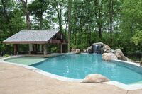 A Vinyl-Liner Pool with Woodsy Charm Shows Design Mastery