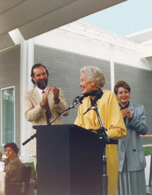 The architect and his patron: Renzo Piano and Dominique de Menil at the opening day ceremony for the Menil Collection in 1987.