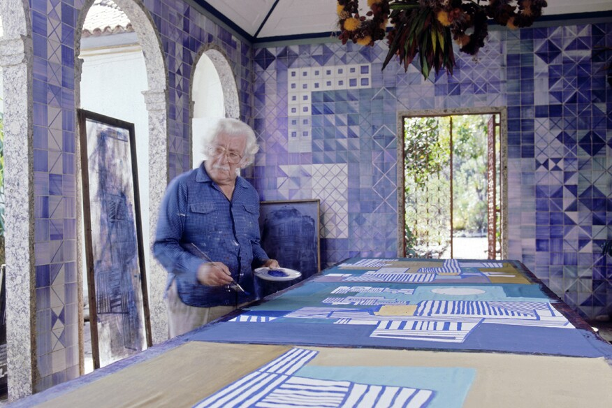 Roberto Burle Marx paints a tablecloth in his house in the 1980s.