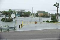 "Scientists Puzzle Over Hurricane Ike's ""Forerunner"" Wave"