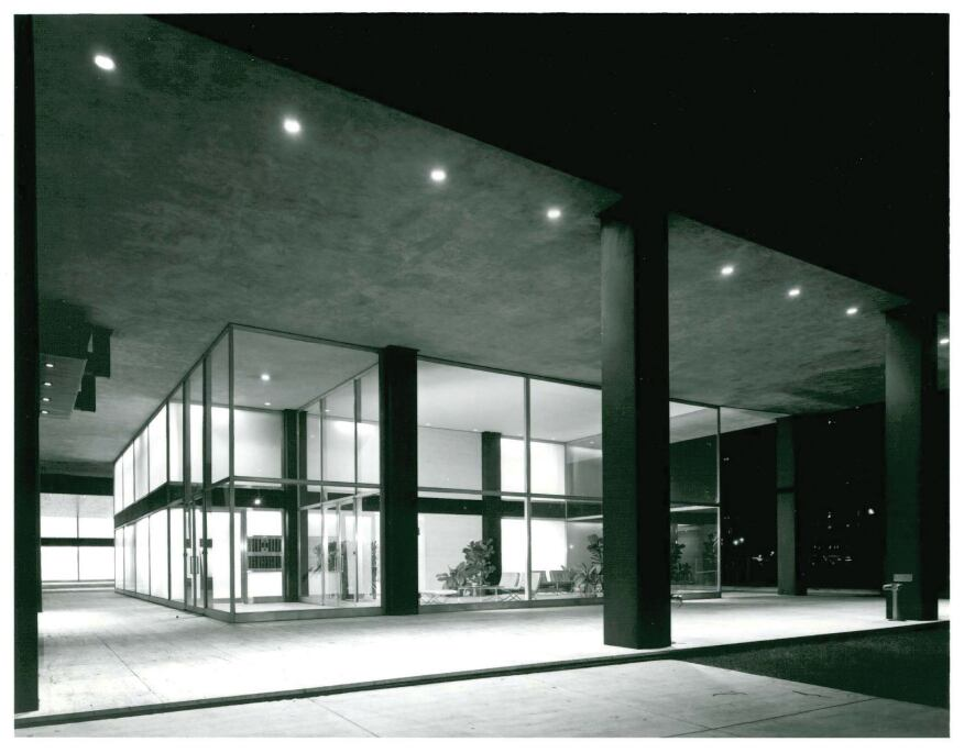 Kelly defined modern architectural lighting based on three principles: focal glow, ambient luminescence, and play of brilliants. With this awareness of light and how it interacts with materials, architecture is transformed and takes on a different personality at night, while contributing to the building's modern imagery, as seen in 1953.