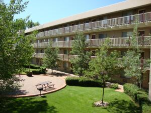 SITTING PRETTY: The 69-unit, 51,685-square-foot Cinnamon Ridge apartment complex in Arvada, Colo., recently sold for $2.8 million.
