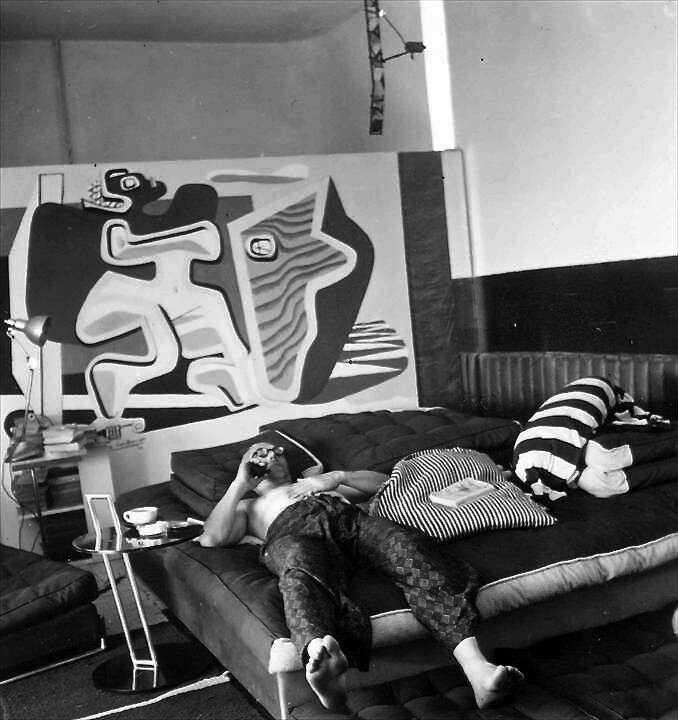 Le Corbusier, decompressing at E-1027