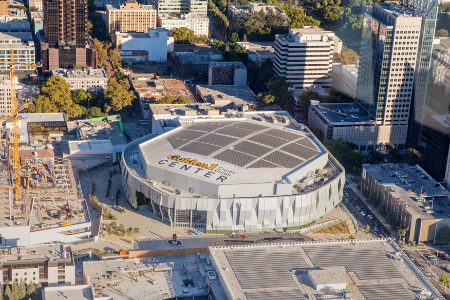 The downtown location of the Golden 1 Center has reduced the average energy expended by visitors to the arena.