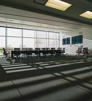 High-performance glazing welcomes daylight into interior workspaces. Fixed aluminum louvers provide shading to prevent glare and save energy.