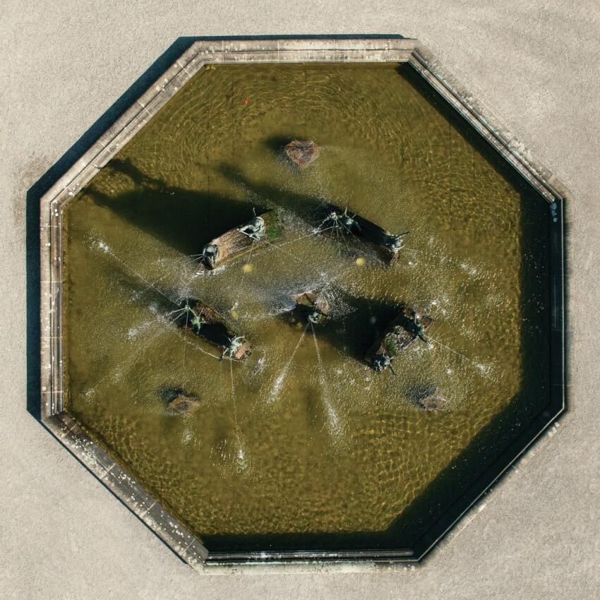 An octagonal fountain in the Grosser Garten.