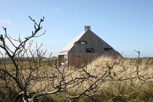 A Beach House Designed Within Climatological Parameters