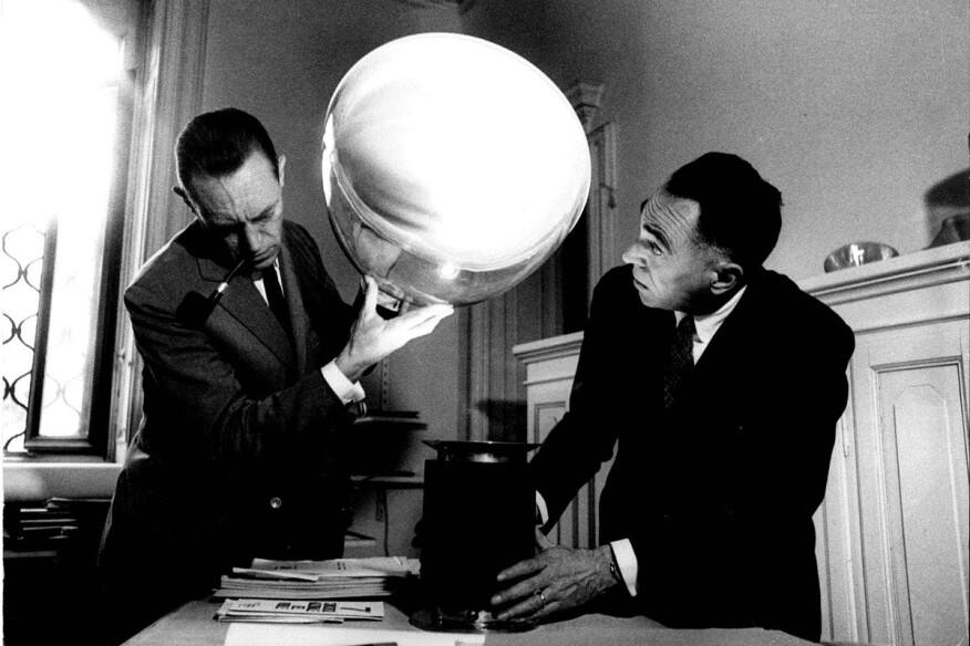 Achille and Pier Giacomo Castiglioni with the Taccia luminaire, 1962