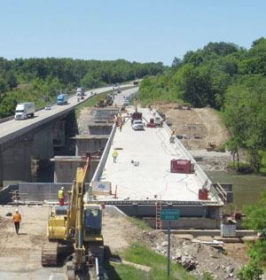 General contractor Emery Sapp & Sons used camera images to coordinate the efforts of bridge-jacking subcontractor Mammoet. The process held lane closures on the Gasconade River Bridge Replacement to 20 days instead of 60, the amount of time traditional reconstruction methods usually require. Photo: OxBlue Corp.