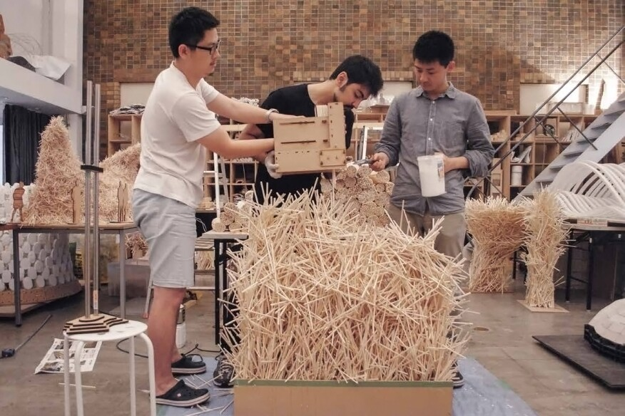 Students in the Advanced Design Studies laboratory at the University of Tokyo developed handheld 3D printers that progressively automated the dissemination and gluing of chopsticks for their Smart Tool Integrated Konstruction pavilion.