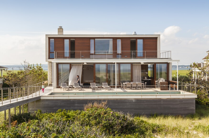 Hamptons beach house architect magazine aamodt plumb for Beach house designs usa