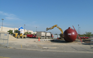 Crews prepare to install an underground storage tank (UST) at a gas station in Michigan. Wikimedia Commons: Dwight Burdette