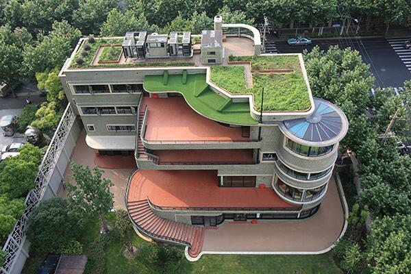 Designed by Laszlo Hudec,thegreen house in Shanghai opened to the public for the first time on Saturday in recognition of China's annual cultural heritage day. The1938housewas the first in the city to have an elevator and air conditioning.