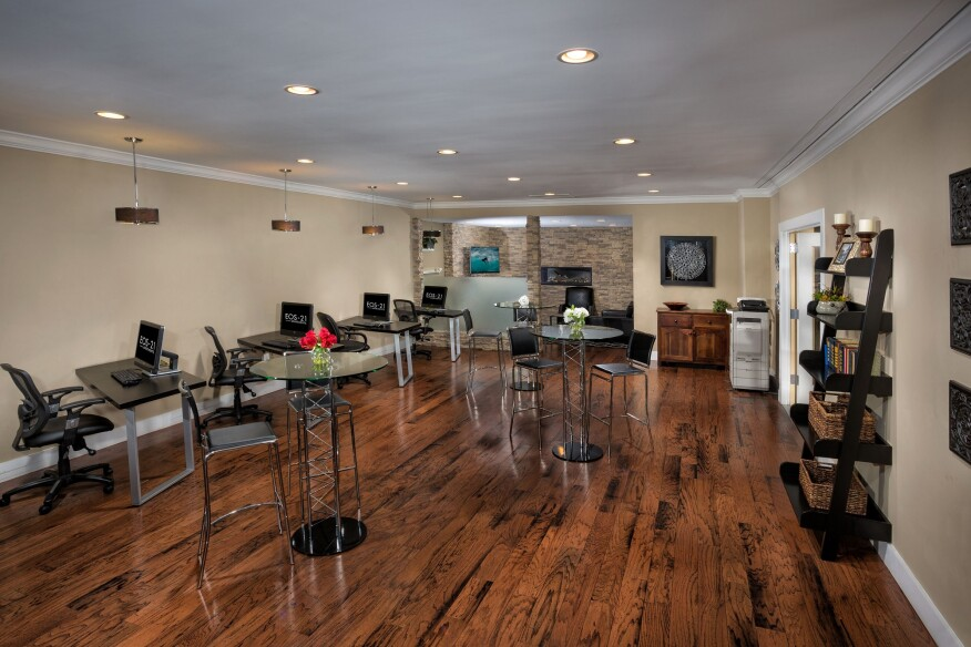 An e-lounge, one of many cross-generation amenities at EOS-21 Apartments, a ROSS community in Alexandria, Va.