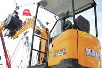Short-tail swing excavator