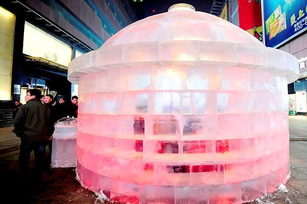 Liaoning province, home to the crumbling Sydney Opera House replica, now has another architectural marvel to claim as its own: an ice restaurant. The eatery measures 5.2 meters (17 feet) in diameter and 3.7 meters (12 feet) in height and can seat anywhere from 4 to 10 warmly dressed people.