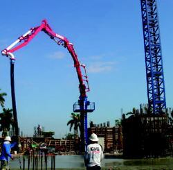 The KT28 placing boom system pumped more than 40,000 cubic yards of concrete for the Terrazas River Park Village project in Miami.