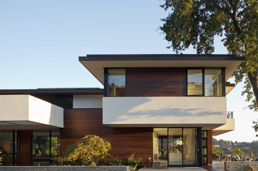 Stein residence custom home magazine swatt miers for Modern home builder magazine