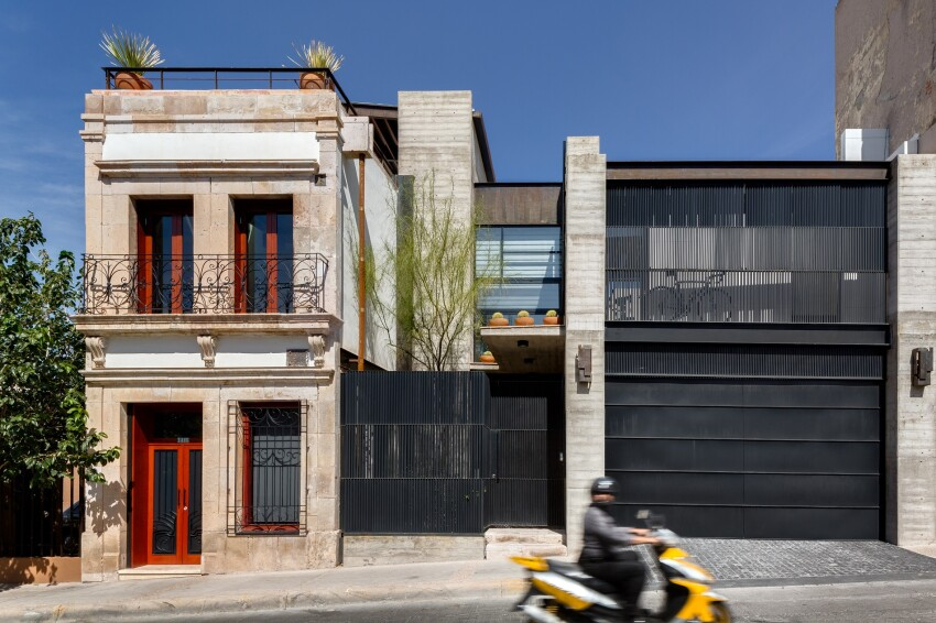 Urban Home Renovation Blends the Best of Old and New