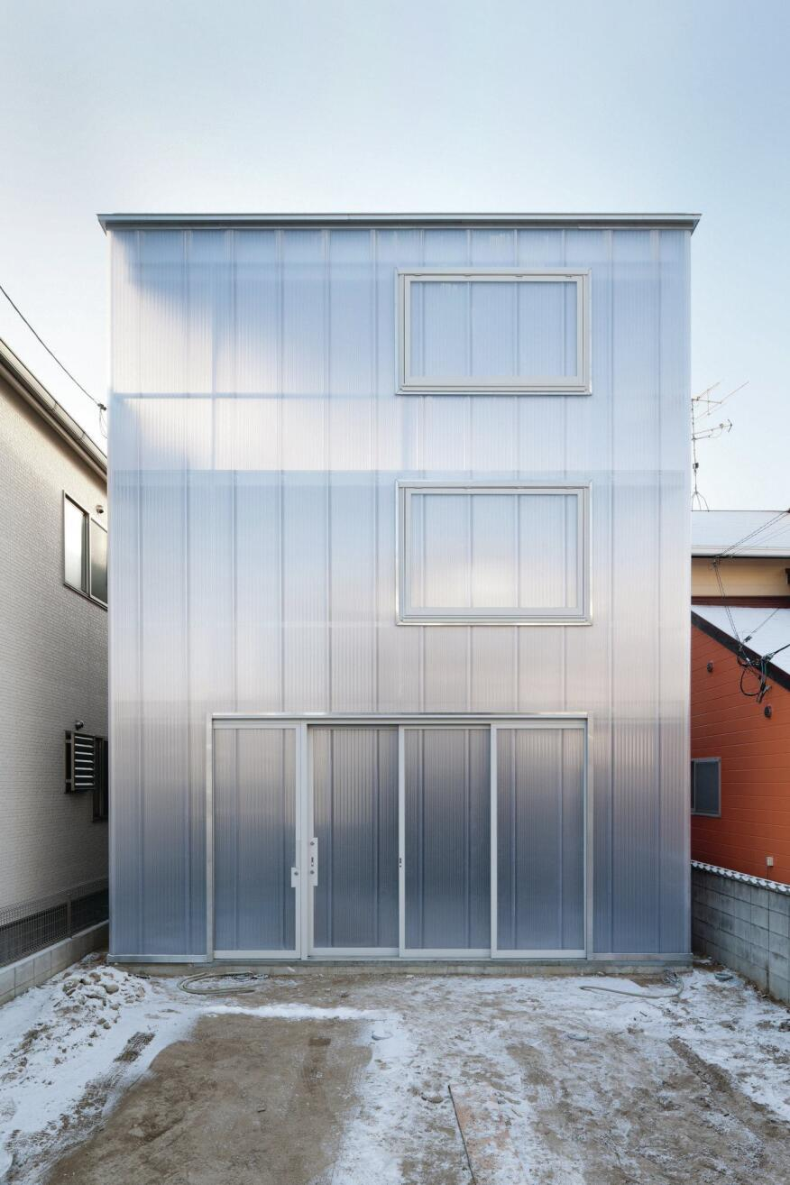 Only 20 feet wide, the narrow structure makes the most of its infill site.