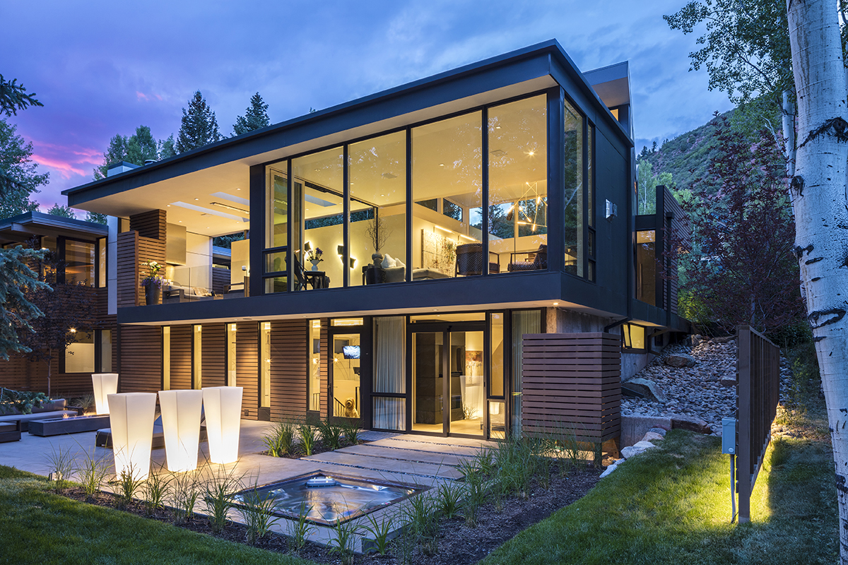 Near far house architect magazine willis pember for Residential architect