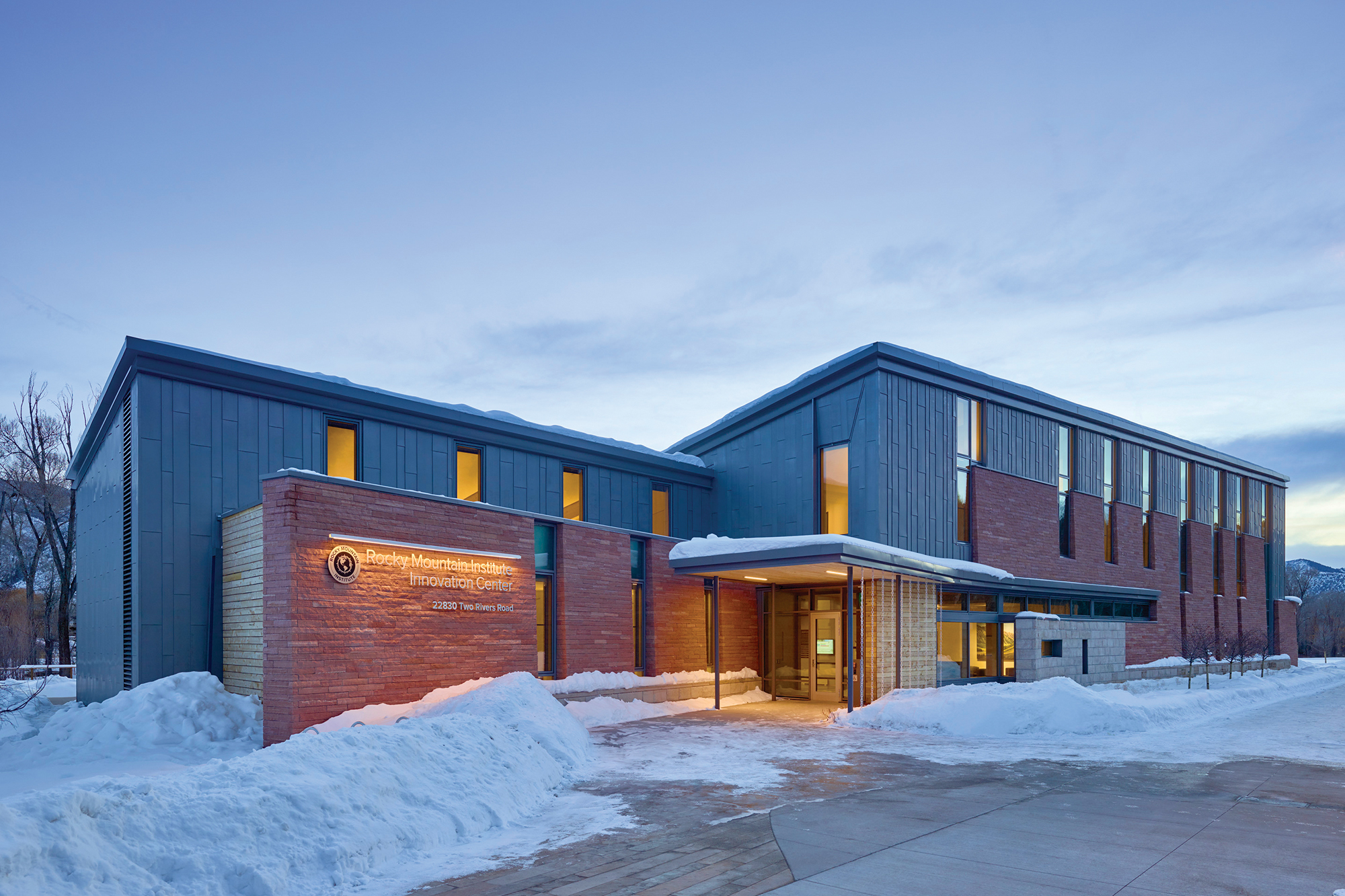 The rocky mountain institute 39 s new hq has no central heat for Mountain home architects