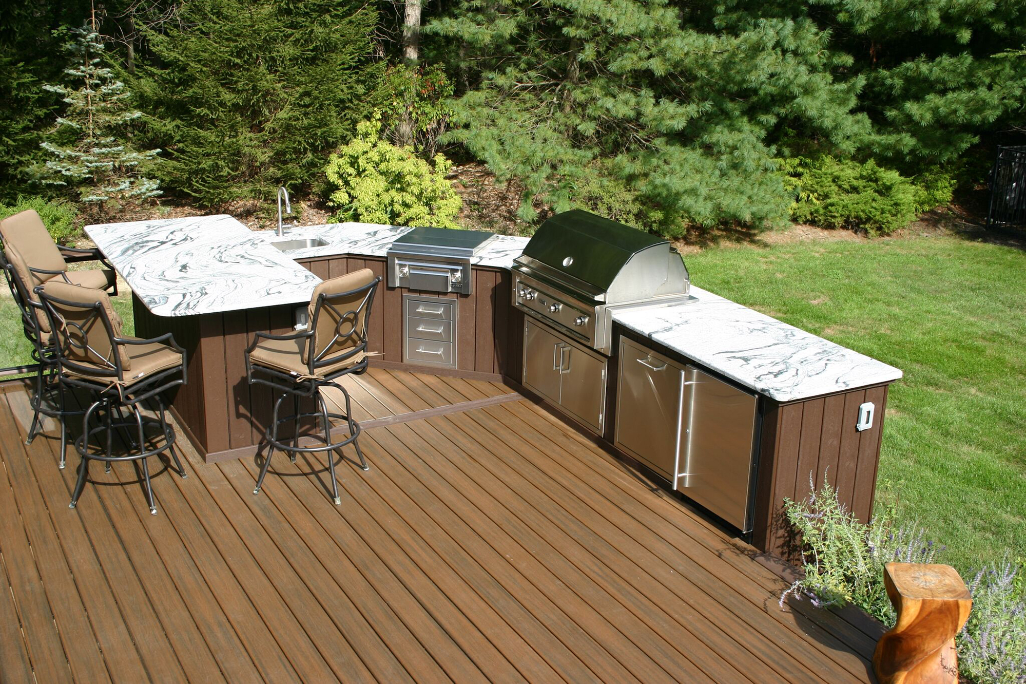 Designing outdoor kitchens professional deck builder for Beautiful garden decking