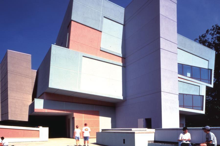 De Constructing A Deconstructionist Monument Architect
