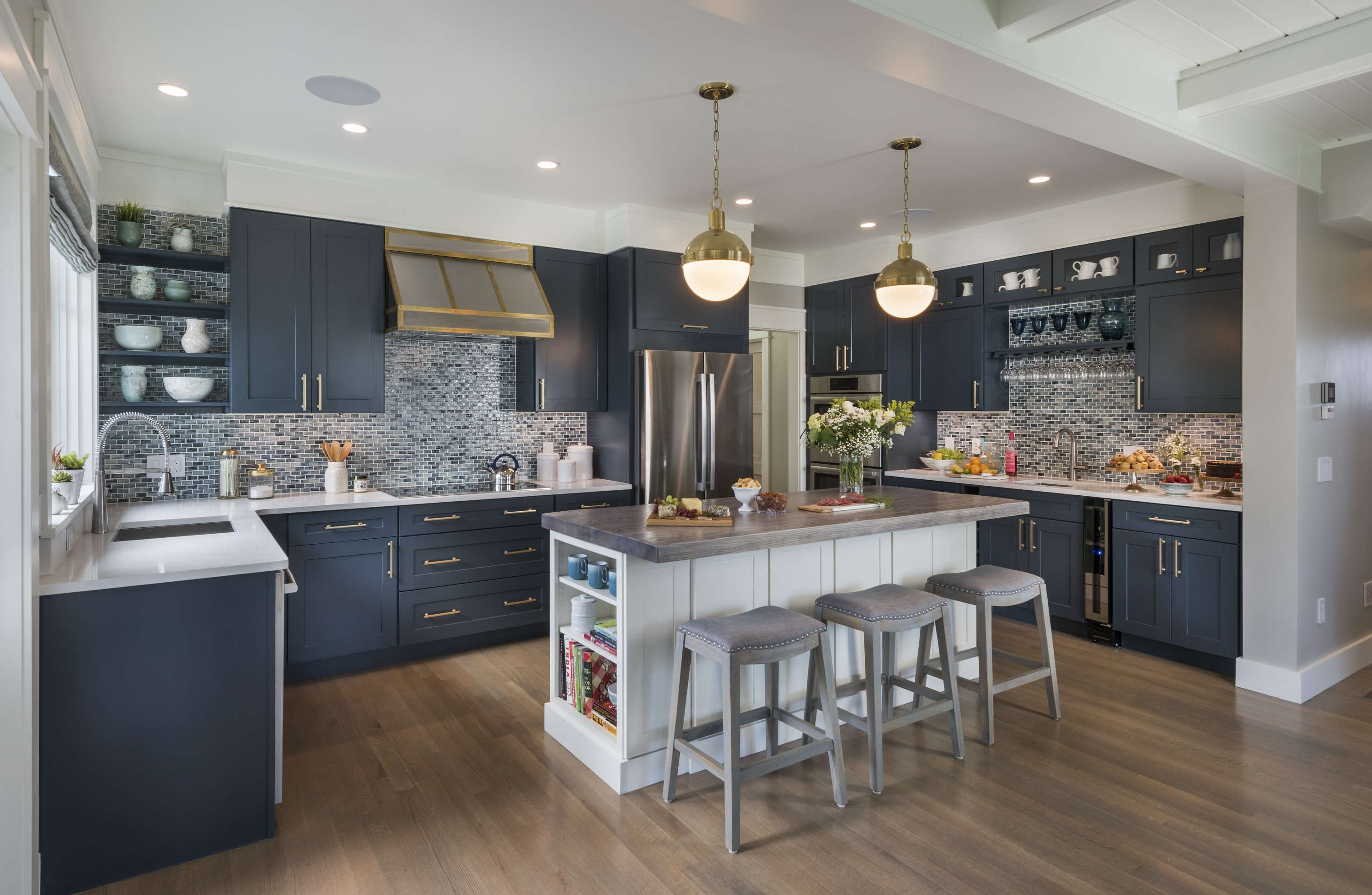 Coastal Kitchen Creates Subdued Sophisticated Nautical