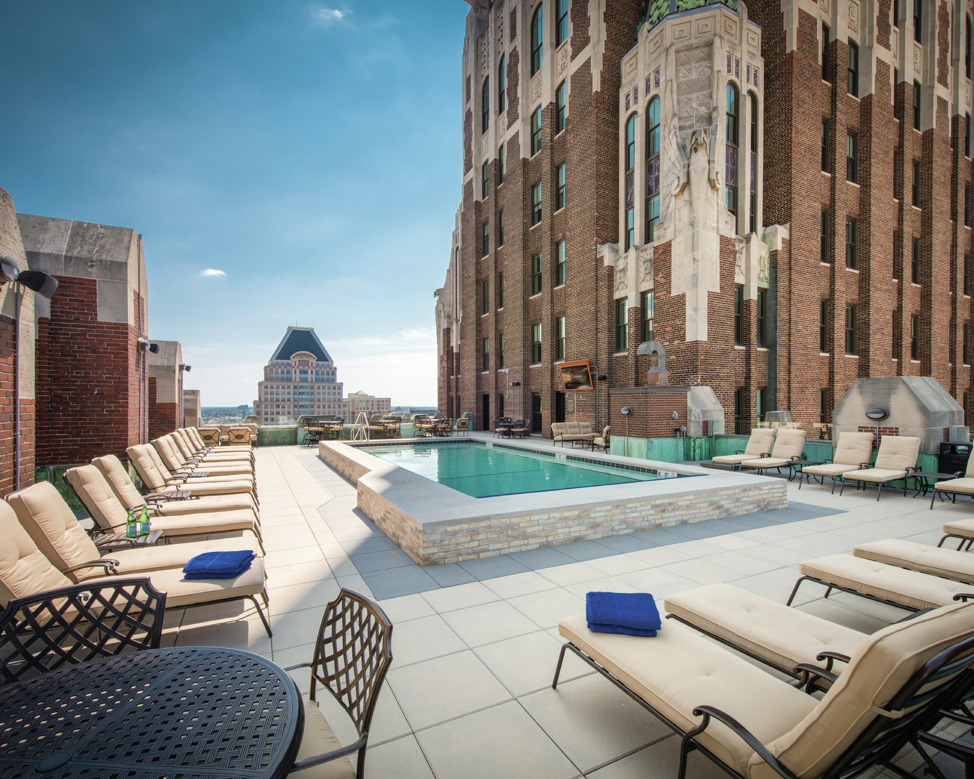 A Unique Rooftop Pool Attracts Baltimore Residents