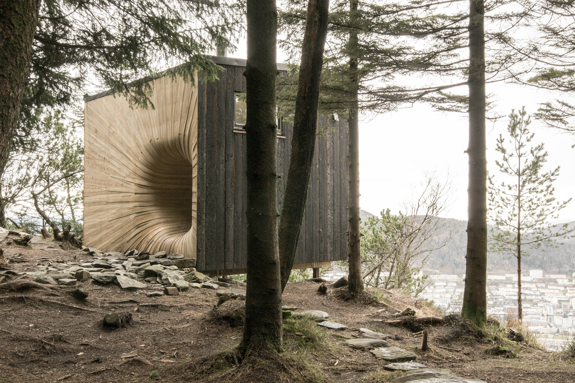 Fantastical Tapered Entrance Tubakuba Mountain Retreat