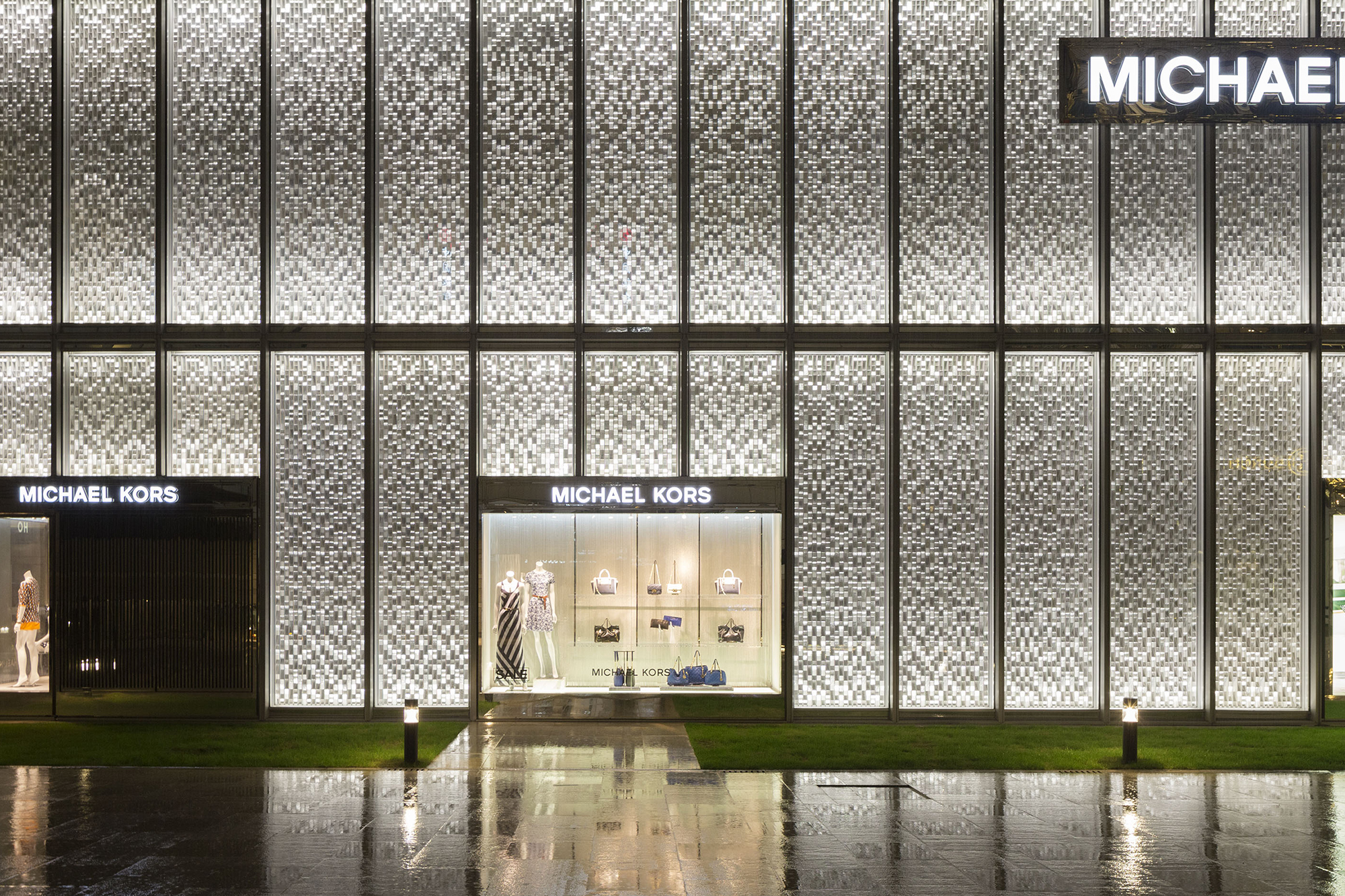 Michael Kors Shanghai Flagship Façade Architectural Lighting Magazine Retail Projects Design Tillotson Ociates Kpf