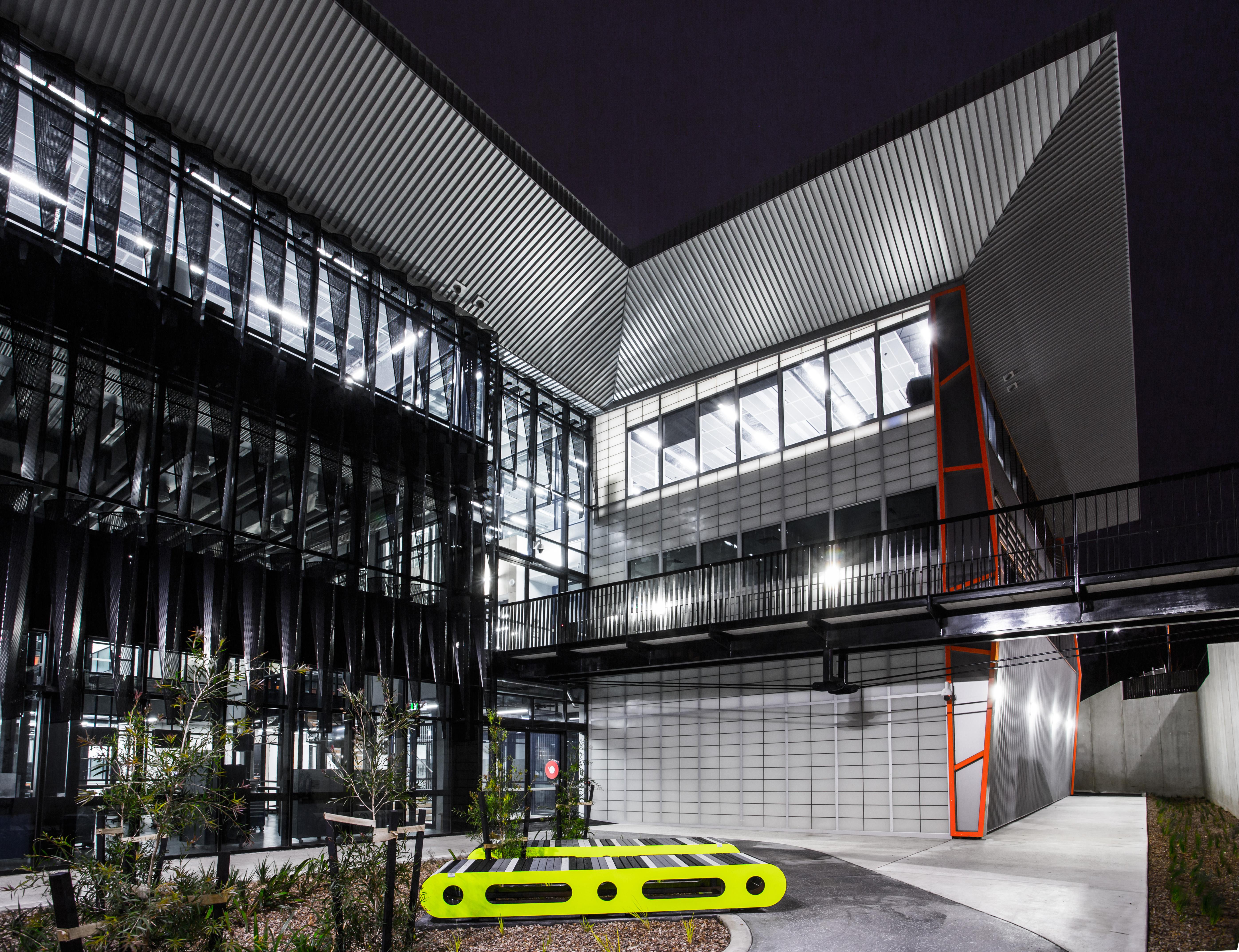 Deakin University Centre For Advanced Design And