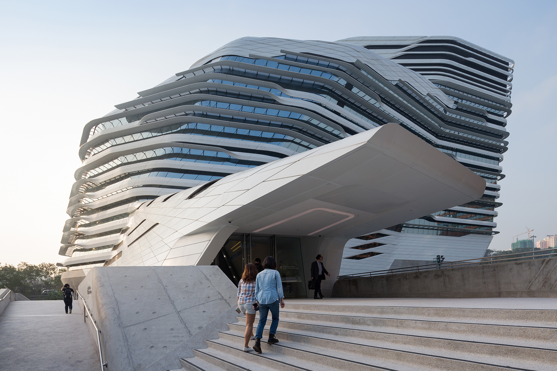 Jockey club innovation tower architect magazine zaha for Puerta 4 jockey club