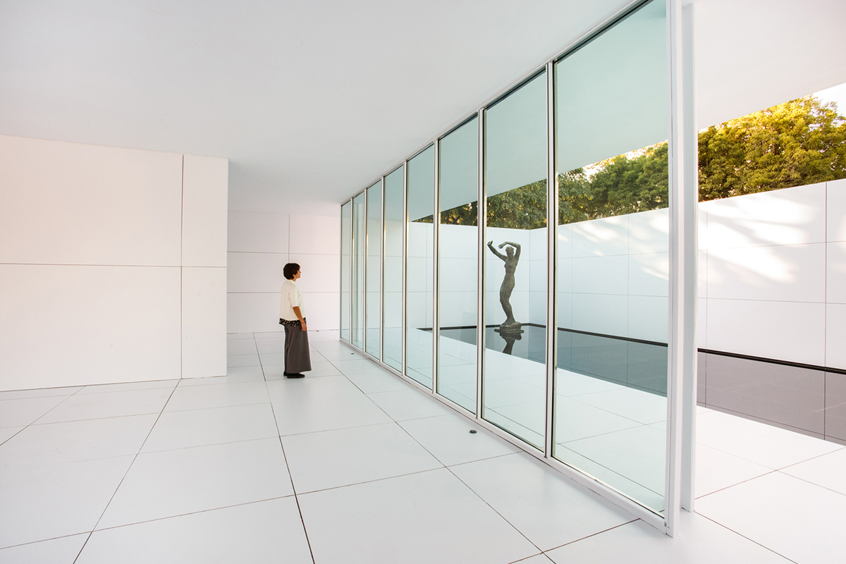 mies van der rohe 39 s barcelona pavilion goes white. Black Bedroom Furniture Sets. Home Design Ideas
