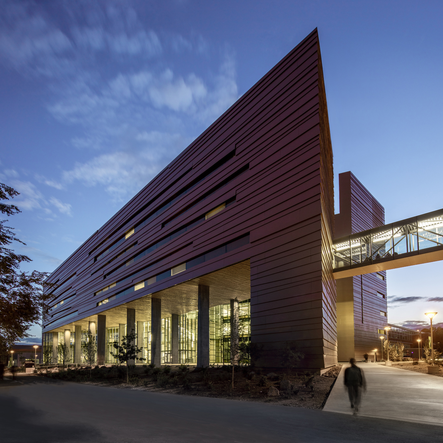 Northern arizona university science and health building for Construction architect