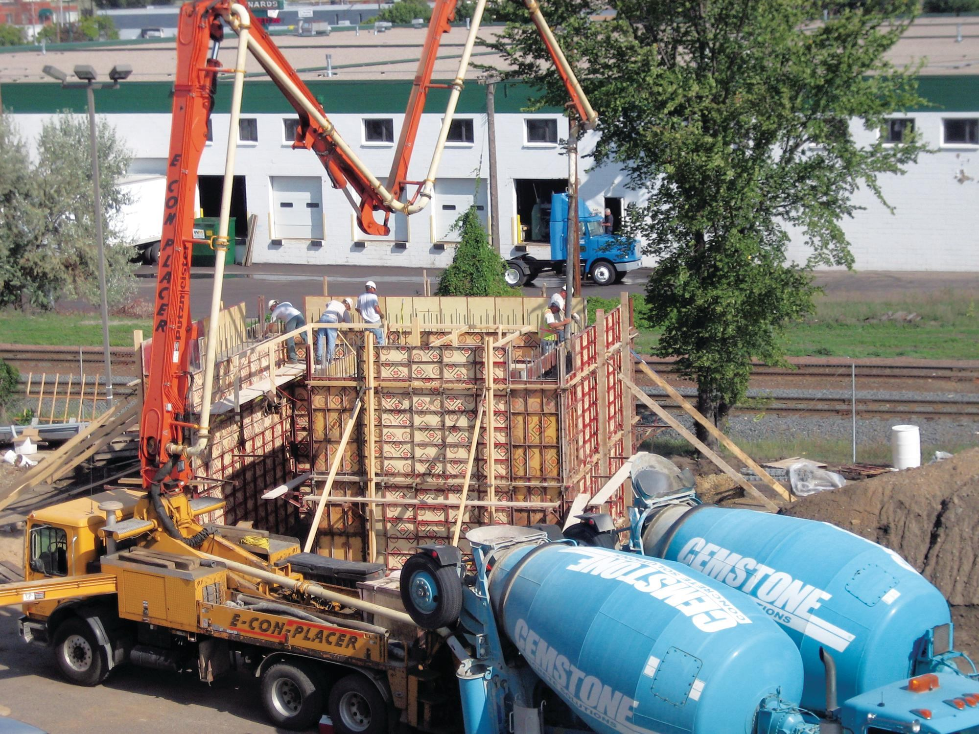 Features of transportation of concrete and cement 78