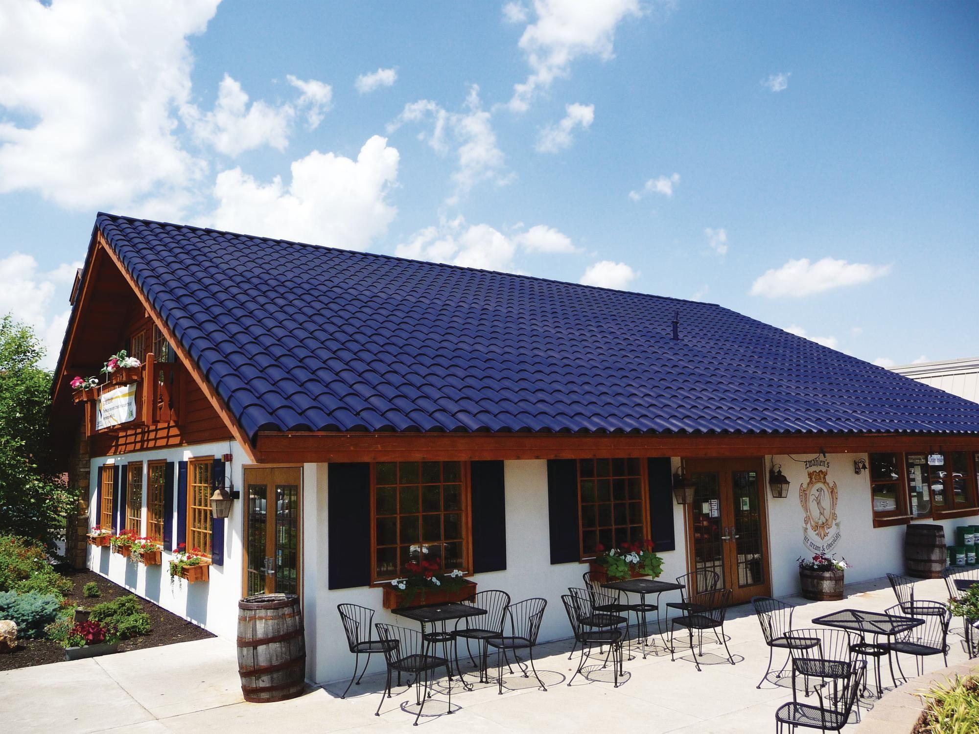 можно фото фасад дома с синей крышей займет