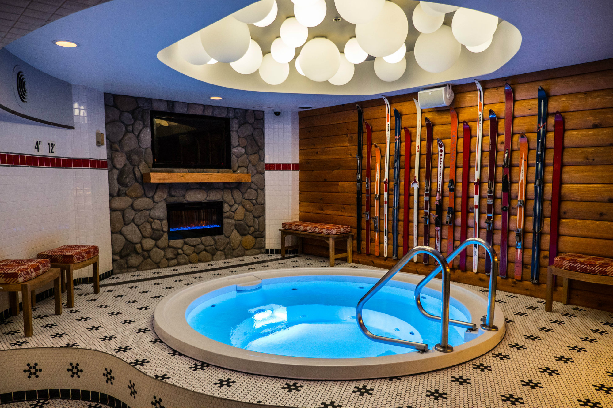 A Chicago Hotel Opens Hot Tub Themed Bar Pool Amp Spa News