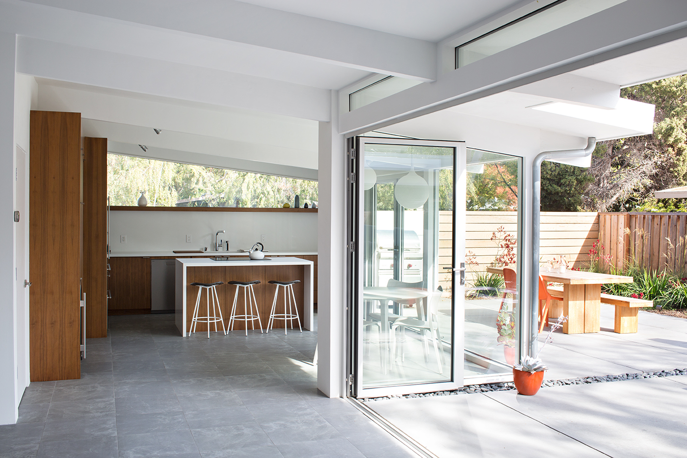 Truly open eichler house architect magazine klopf - Casas americanas por dentro ...