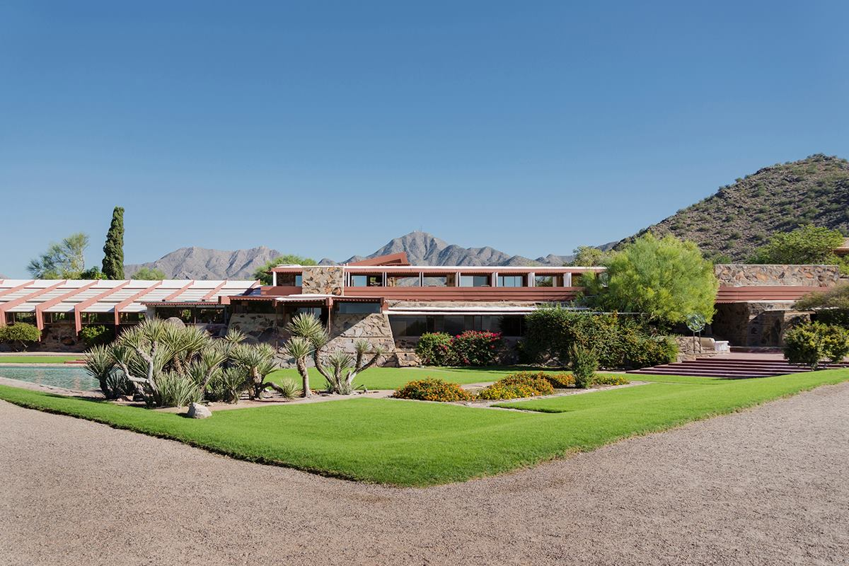 The frank lloyd wright school of architecture meets its 2 for Architecture frank lloyd wright