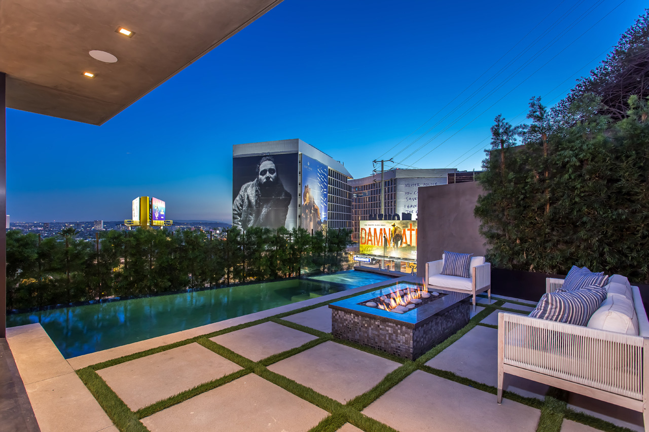 Queens rd residence hollywood hills custom home for Modern view decking