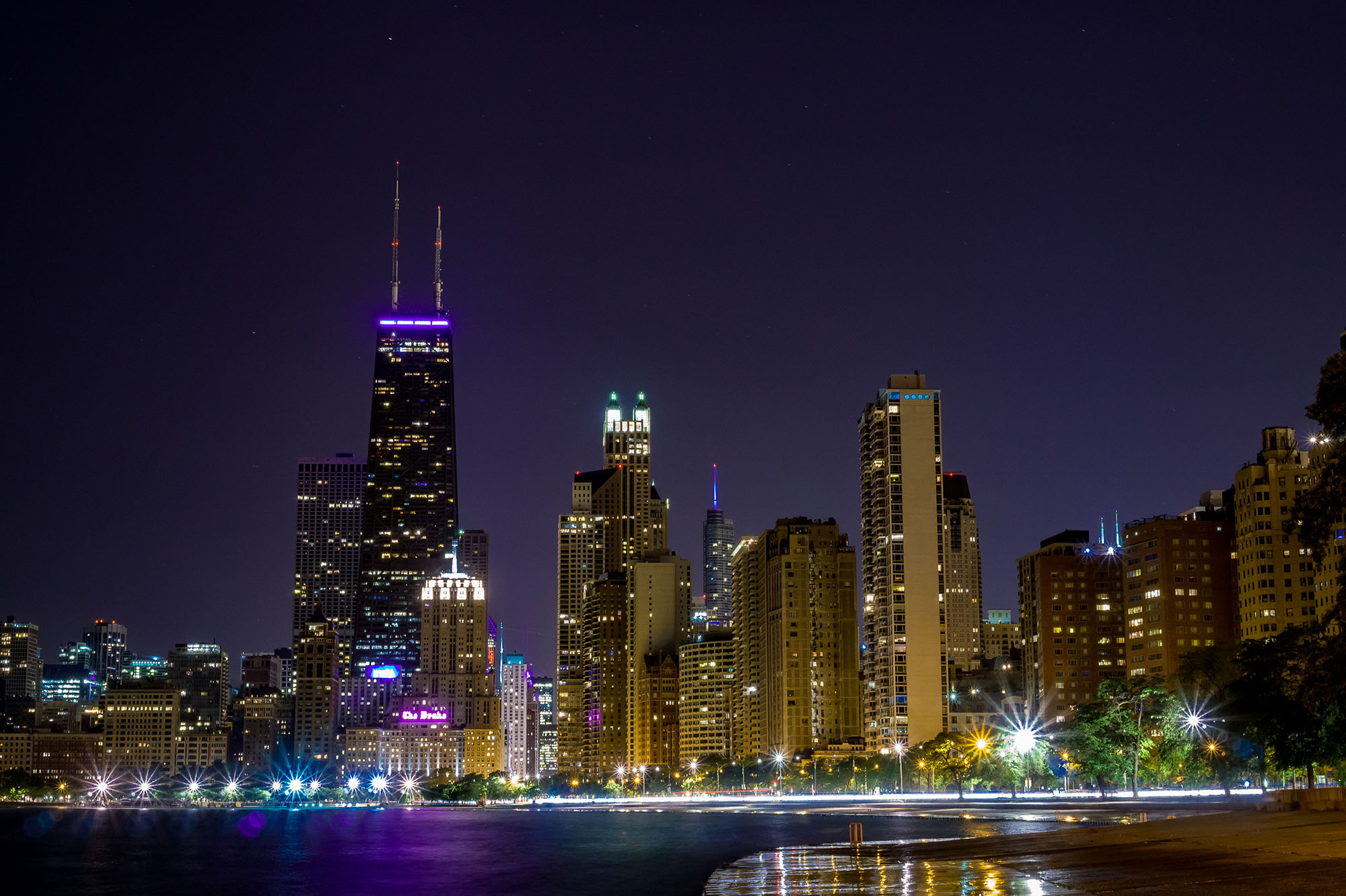 A crown of light at night in the windy city architectural lighting magazine design fixtures leds lighting manufacturers projects