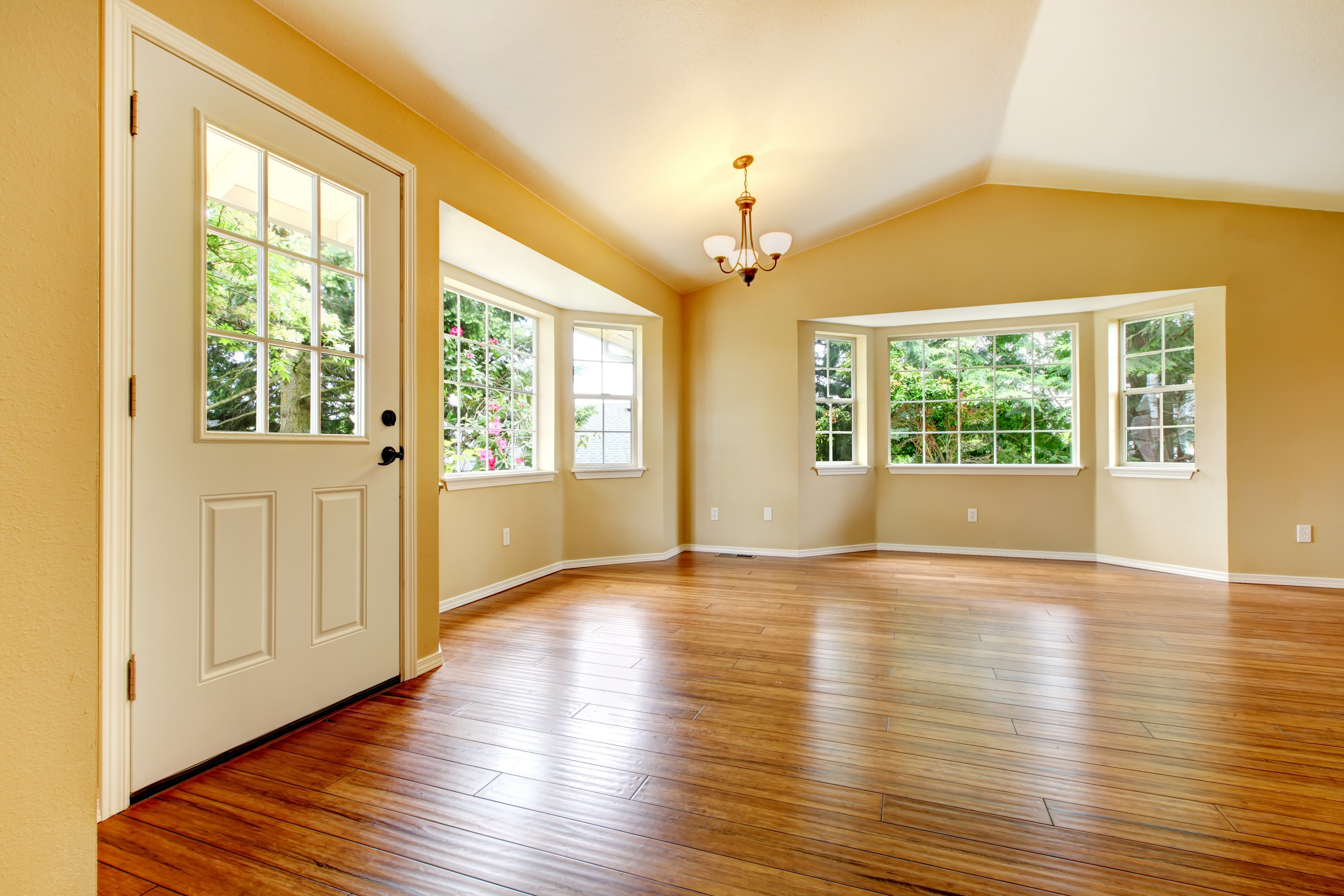 Latest flooring trends for new single family homes for Best rated windows for new home construction