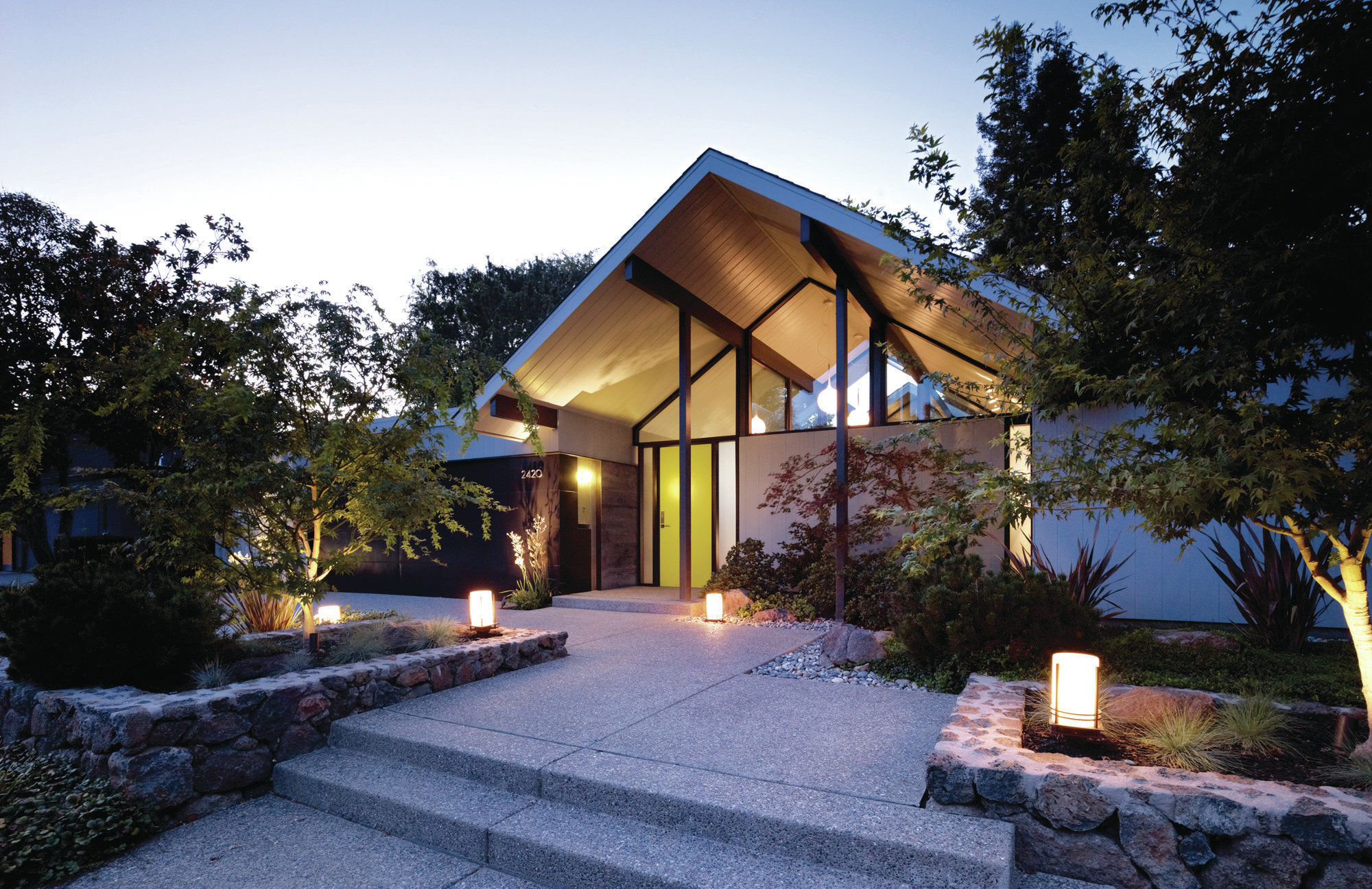 Home Exteriors: Modernizing A Historic Eichler Home