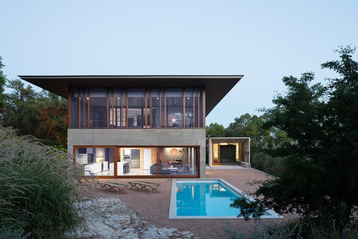 Balcones house architect magazine mell lawrence for Modern home builder magazine