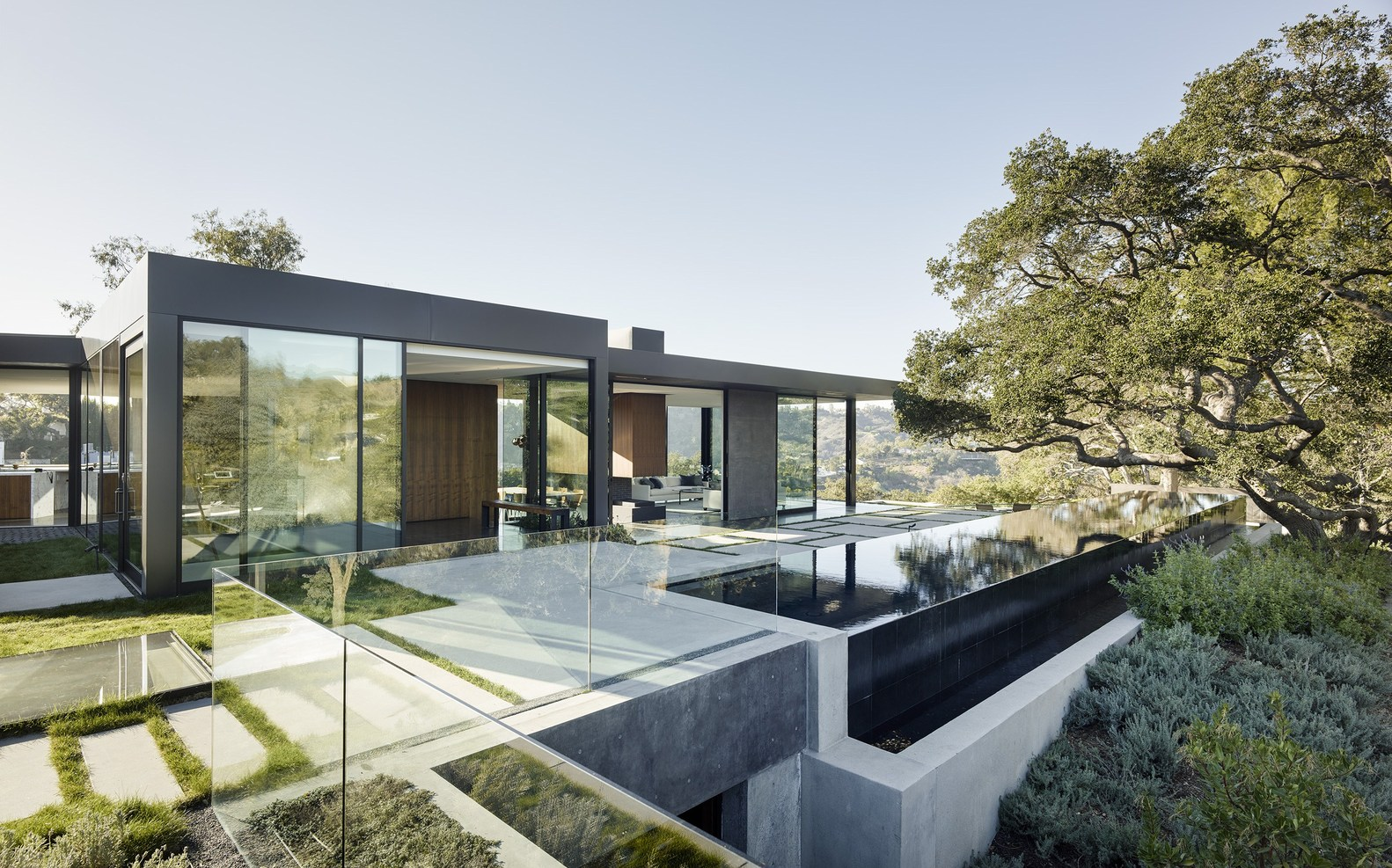California contemporary folds into the hills